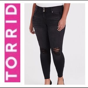 🍪TORRID SIZE 24 BLACK WASH PREMUIM JEGGING🍪